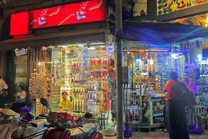 best markets in India, Colaba Causeway, Mumbai