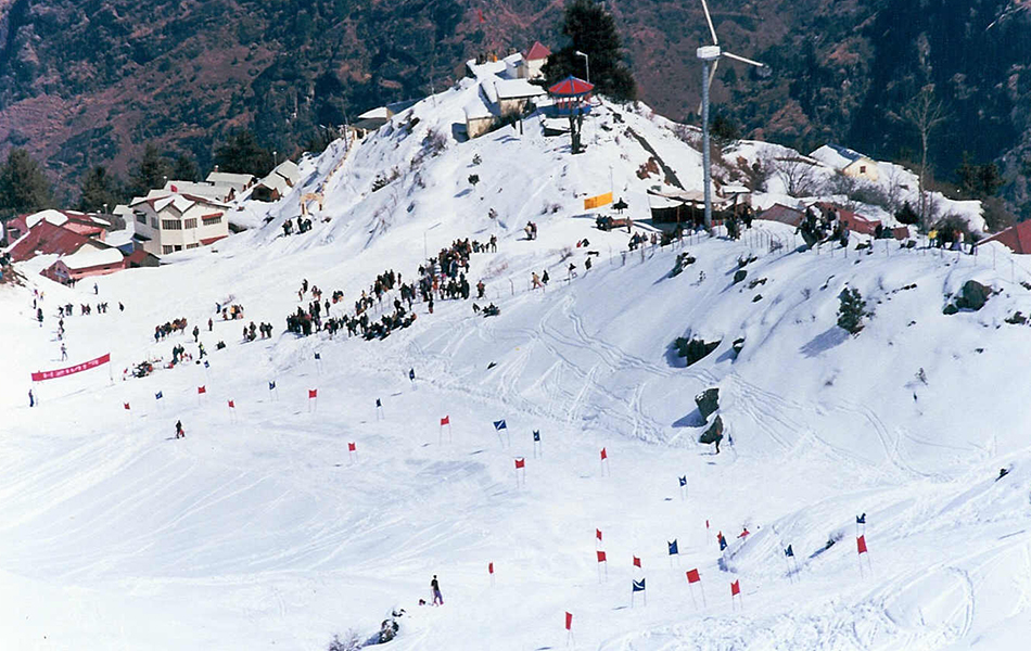 Auli, Uttarakhand Top place to Enjoy snowfall in India